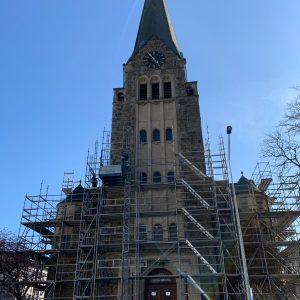 Johannis-Kirche: Gerüst wächst